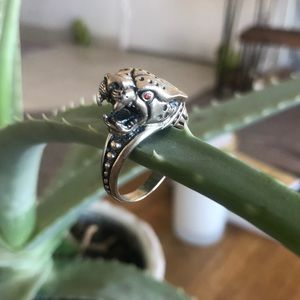 Silver ring panther with red stone